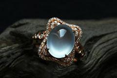 陪伴是最长情的告白 玻璃种翡翠戒指为爱尽显华美光芒