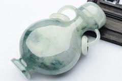 翡翠鼻烟壶古朴典雅 为雅俗共赏的艺术品