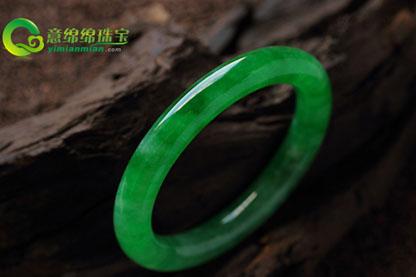 满绿翡翠手镯鉴赏