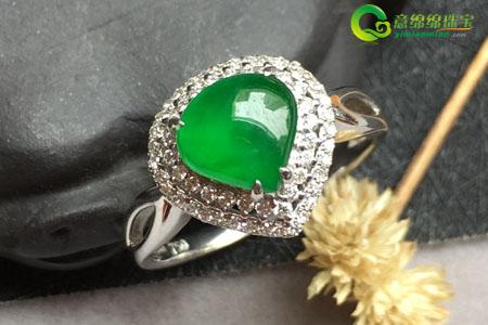 翡翠戒指为什么比钻戒好看,要戴就戴翡翠戒指
