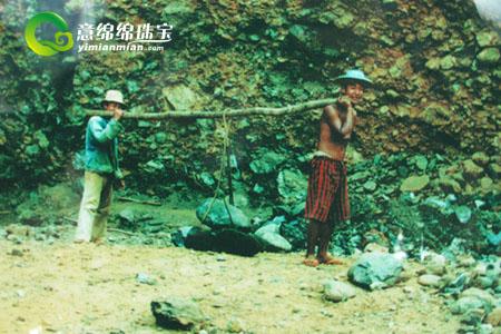 云南騰沖玉石市場,中國最大的翡翠玉石進口地