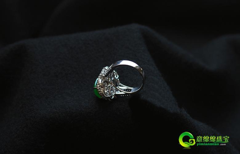 缅甸老坑玻璃种满绿翡翠A货18K金钻石豪华镶嵌玉戒指