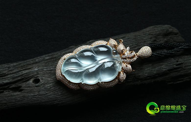 融合了东西精华的镶嵌翡翠挂件 春节送礼自戴都为佳品