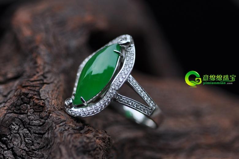 翡翠A货满绿戒指 让您瞬间时尚高贵