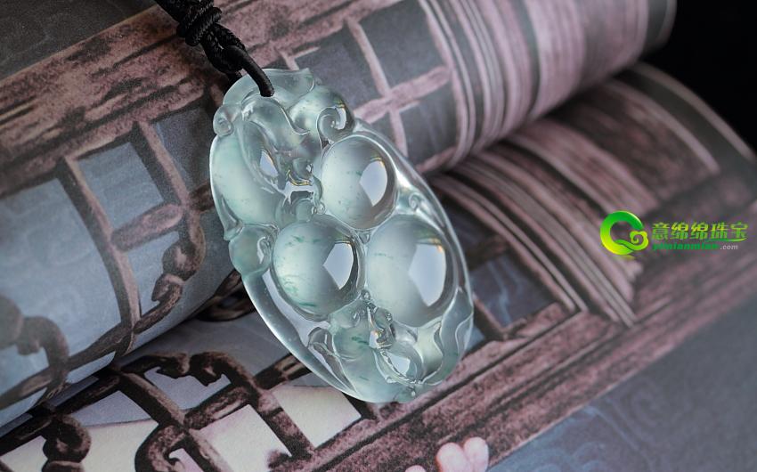 缅甸老坑天然玻璃种荧光翡翠A货鱼挂件——连中三元