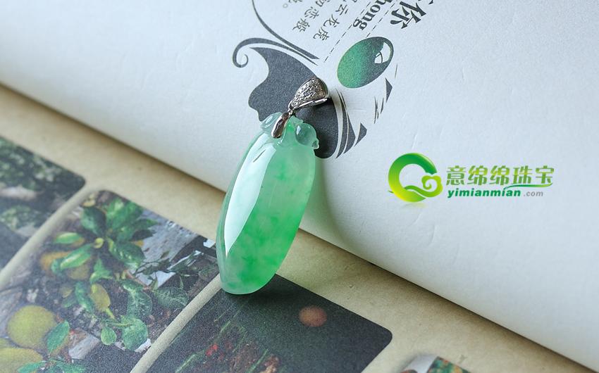 天然缅甸老坑冰种飘绿镶嵌翡翠A货福瓜挂件