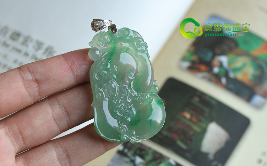 缅甸天然有A货老坑玻璃种飘翠镶金翡翠龙猪挂件