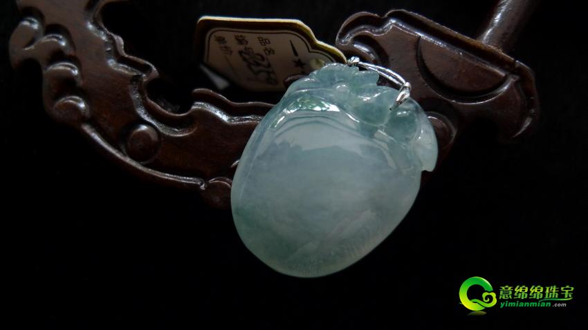 缅甸天然翡翠A货冰种寿桃挂件