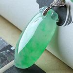 天然缅甸老坑冰种飘绿镶嵌龙8国际|appA货福瓜挂件
