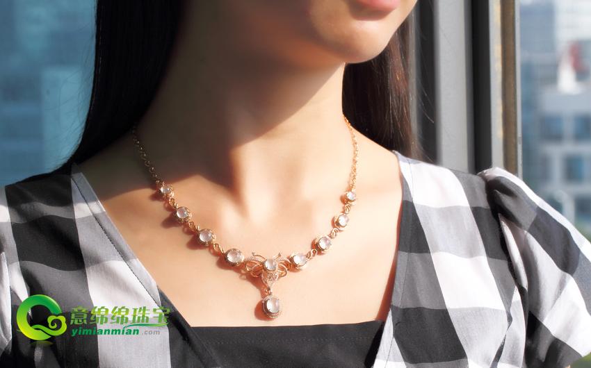 送女朋友什么圣诞礼物好 玻璃种镶金项链尽显高贵大方