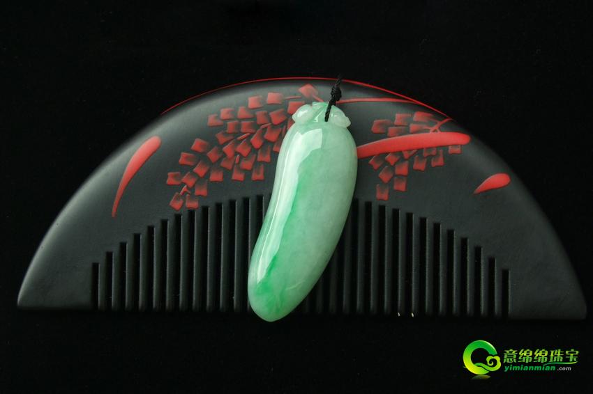 缅甸天然翡翠A货糯种飘绿福瓜挂件
