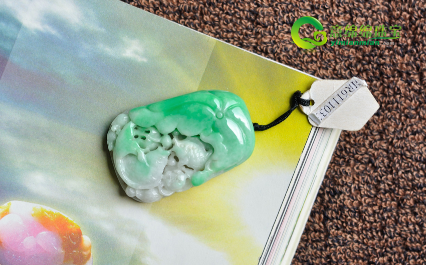 璀璨柔美缅甸天然A货冰糯种年年有余翡翠挂件