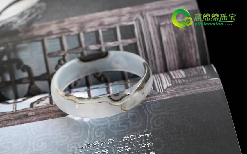 天然黑斑色玛瑙手镯内径52.3mm