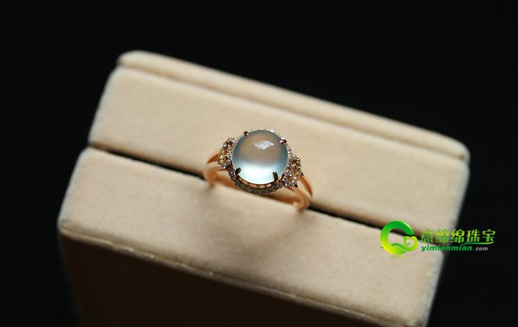 爱是相依不离 愿翡翠戒指为你圈住幸福与幸运