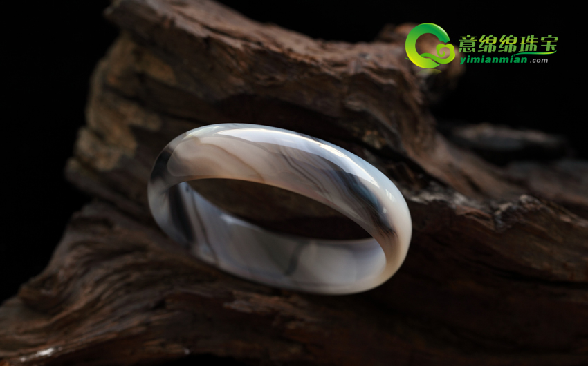 天然黑斑色玛瑙手镯内径53.3mm