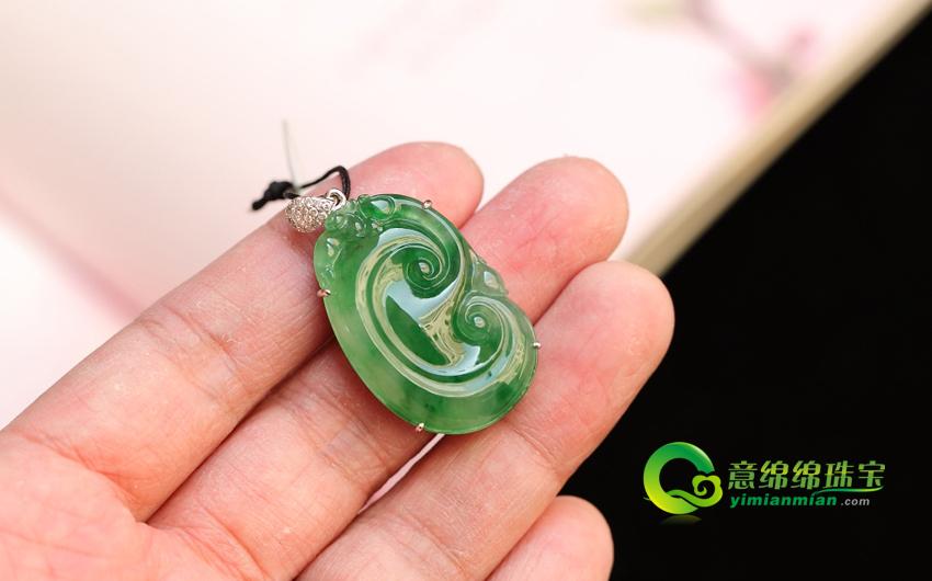 绿草如茵天然缅甸A货龙8国际|app冰种满翠镶金如意挂件