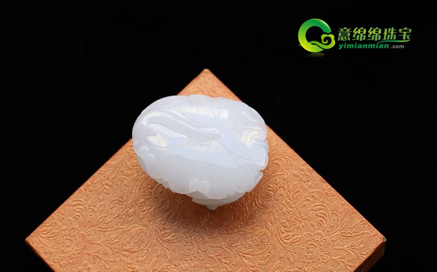 缅甸天然翡翠A货冰种带翠年年有余挂件