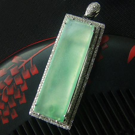 珠翠之珍天然缅甸A货翡翠老坑镶白金高冰种飘绿平安无事牌挂件