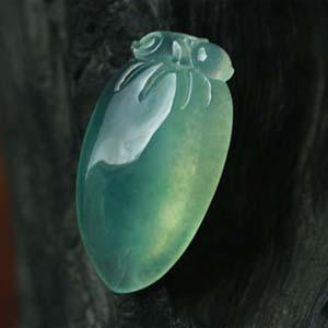 临水照花天然缅甸老坑A货冰玻种绿翡翠福瓜挂件