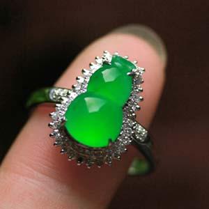 翠绿晶莹天然缅甸老坑A货玻璃种阳绿翡翠葫芦镶金钻戒指女款