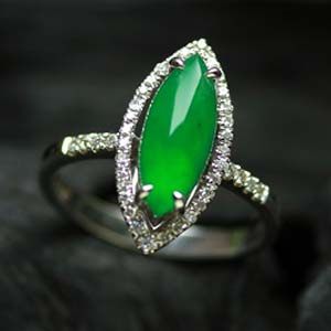 美目盼兮天然缅甸老坑A货冰玻种满绿翡翠马眼金钻女款戒指
