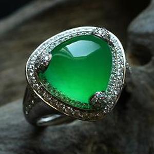 緬甸老坑玻璃種天然滿綠翡翠A貨白金鉆石玉戒指