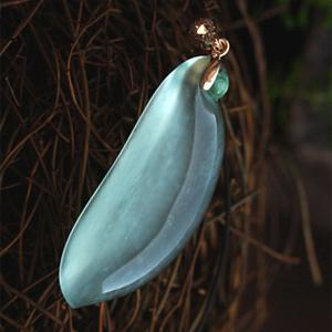 藤蔓绵延天然缅甸老坑A货冰玻璃种绿翡翠福瓜挂件