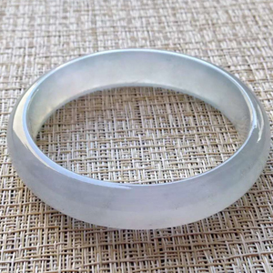 优雅大方天然缅甸A货翡翠老坑冰种贵妃镯57.5mm