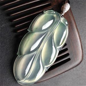 清丽脱俗天然缅甸A货翡翠老坑冰种荧光叶子挂件