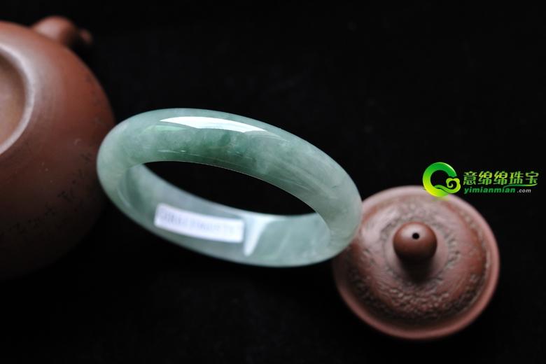翡翠商家聚焦翡翠珠宝市场 翡翠手镯批发首选缅甸天然A货翡翠