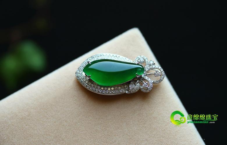 华丽贵气镶嵌翡翠福瓜挂件 2012年夏天最夯的珠宝饰品