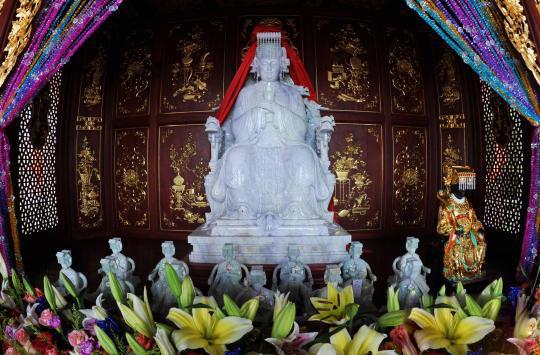 人类智慧结晶 翡翠妈祖开光仪式引来众多妈祖信众参加