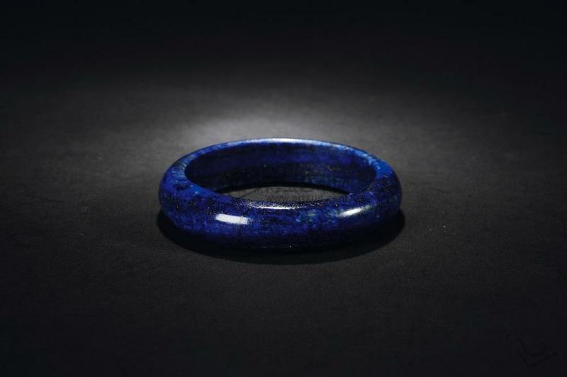 深邃幽雅青金石 游荡在深蓝色的世界里