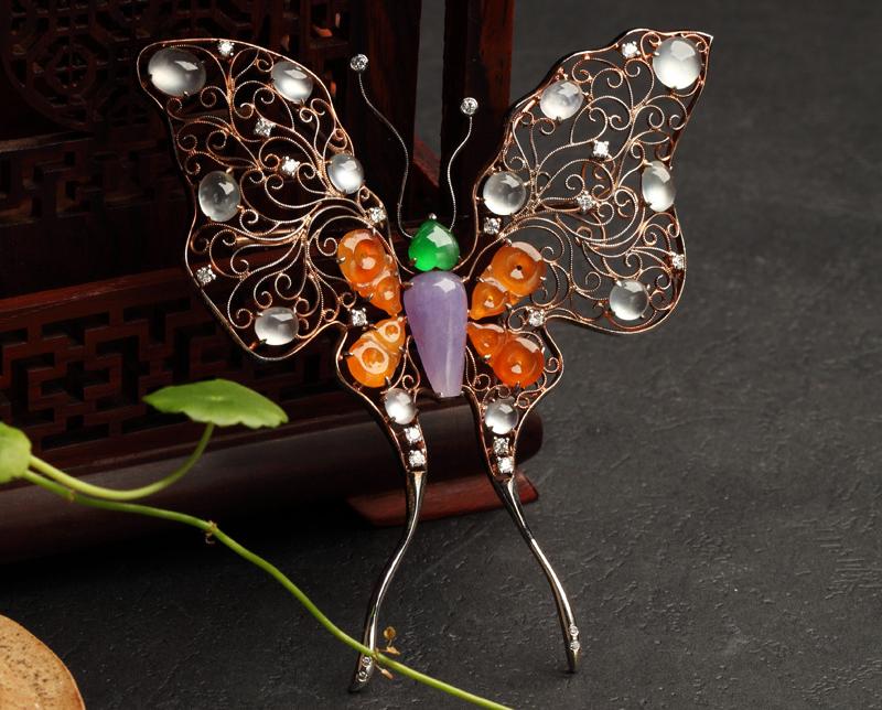 翡翠胸针兼具时尚与复古 是女人身上最艳丽的点缀